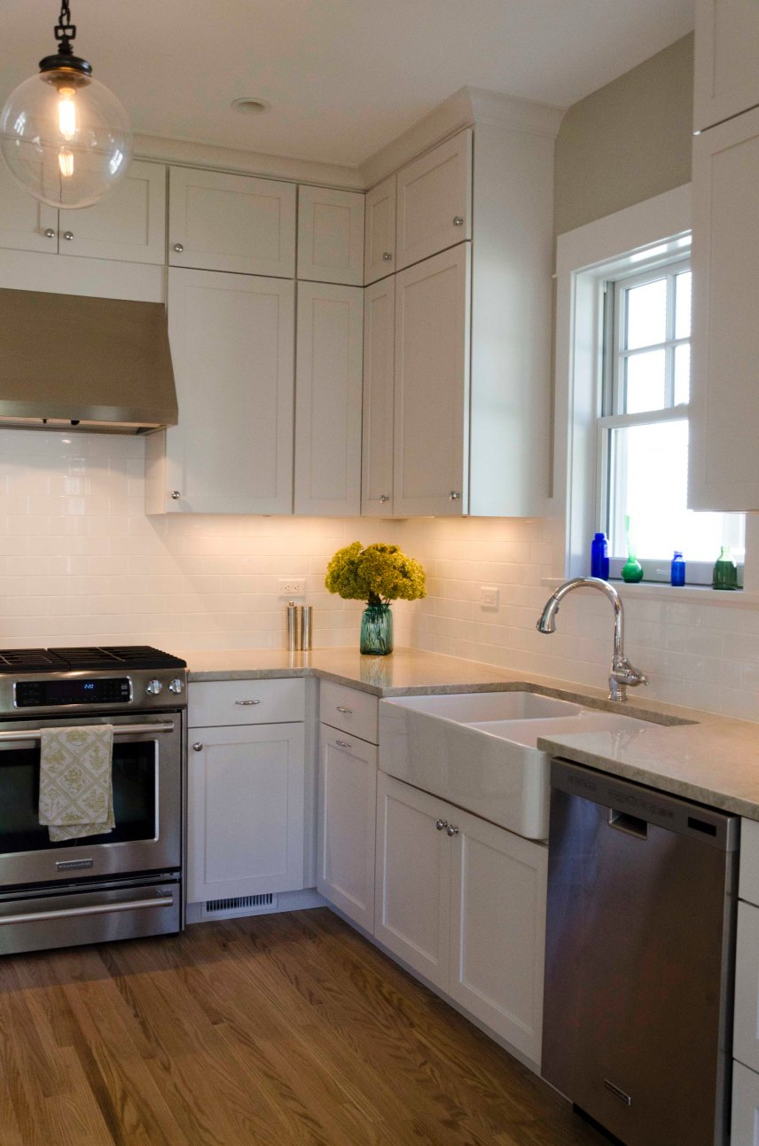 Rohl Farmhouse sink with custom overlay kitchen cabinets by an Amish cabinetry company